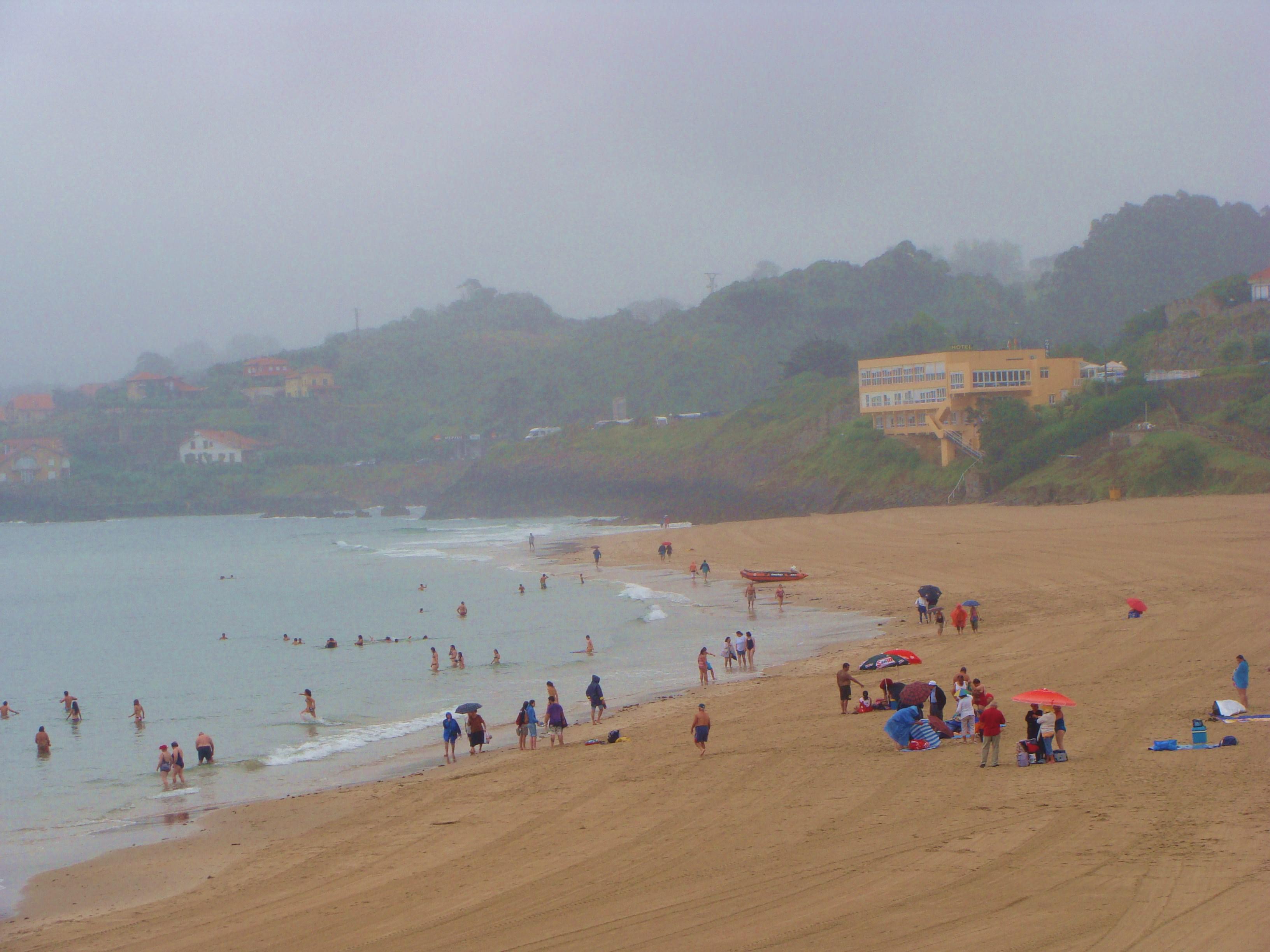 Julio,un día de lluvia. Playa de Comillas
