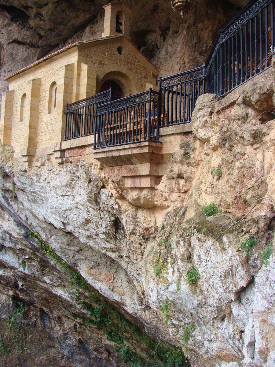 -La cuevona en Covadonga.Asturias-