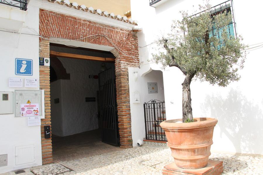 -Entrada Oficina de Turismo, Frigiliana-