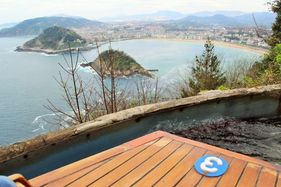 En barquita desde las alturas. Con vistas a San Sebastián