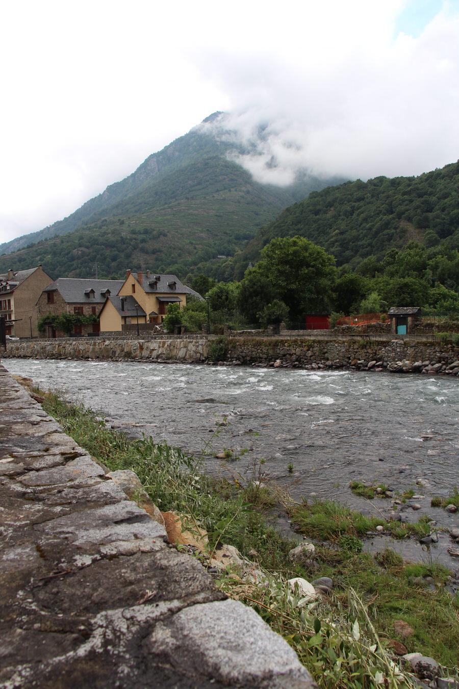 Río Garona a su paso por Bossost