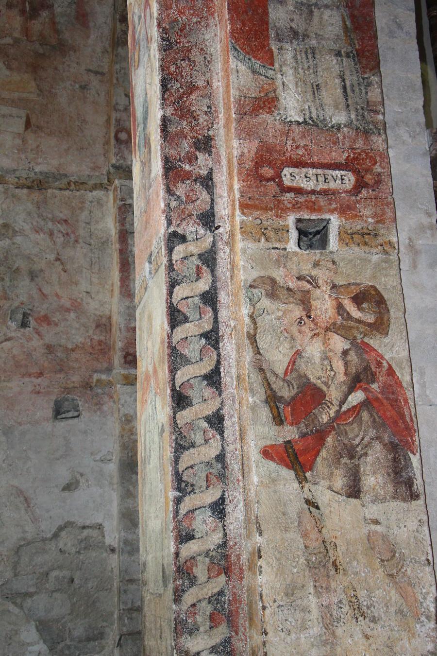 -Detalle pintura columna en el interior. Iglesia Santa María. Salardú-
