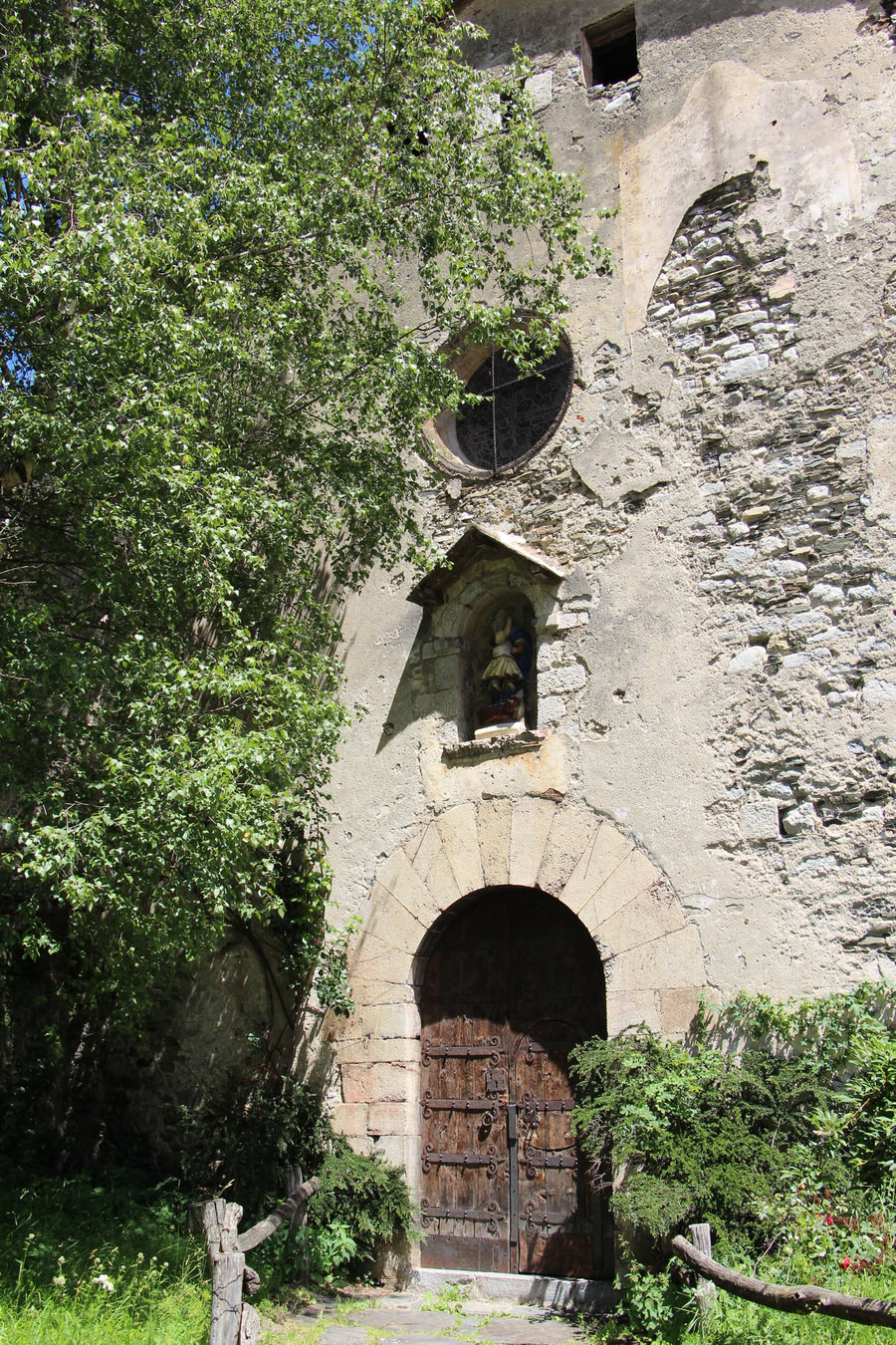 -Iglesia de San Miguel, Setcases -