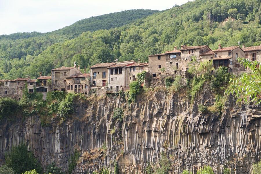 -Vista de Castellfullit de la Roca-