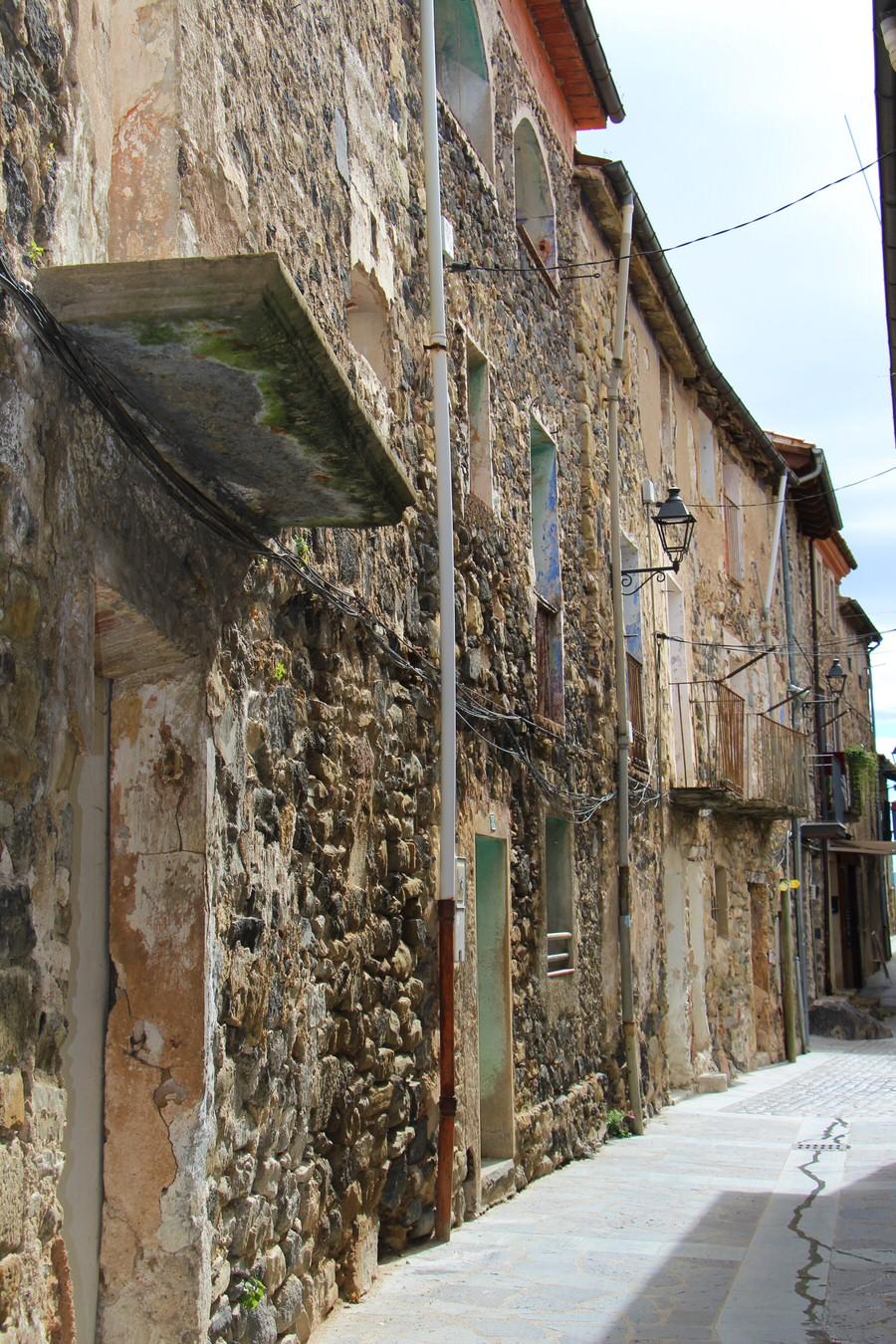 Calle Mayor Castellfullit de la Roca-