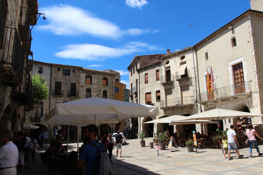 -Plaza Mayor de Besalú-