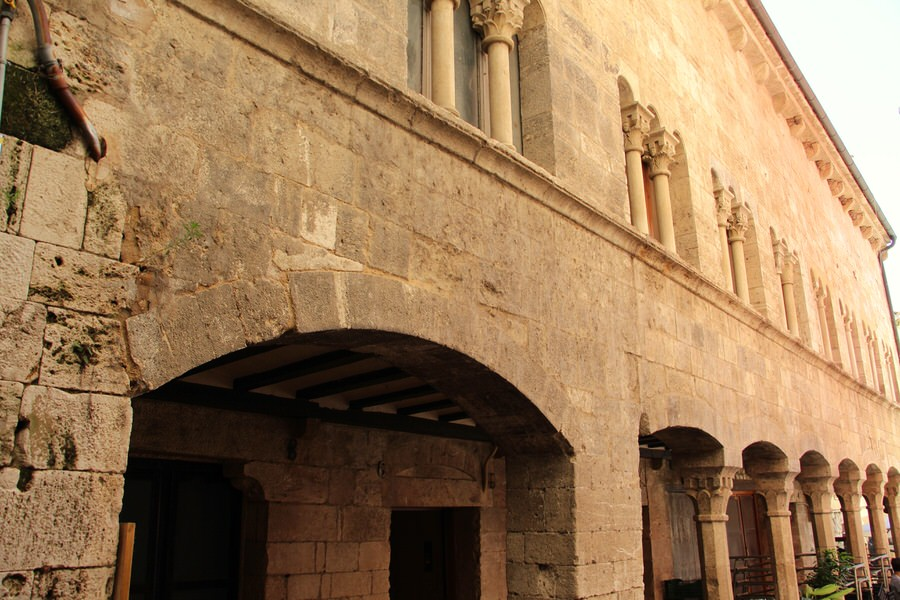 --Palacio de la Curia Real-