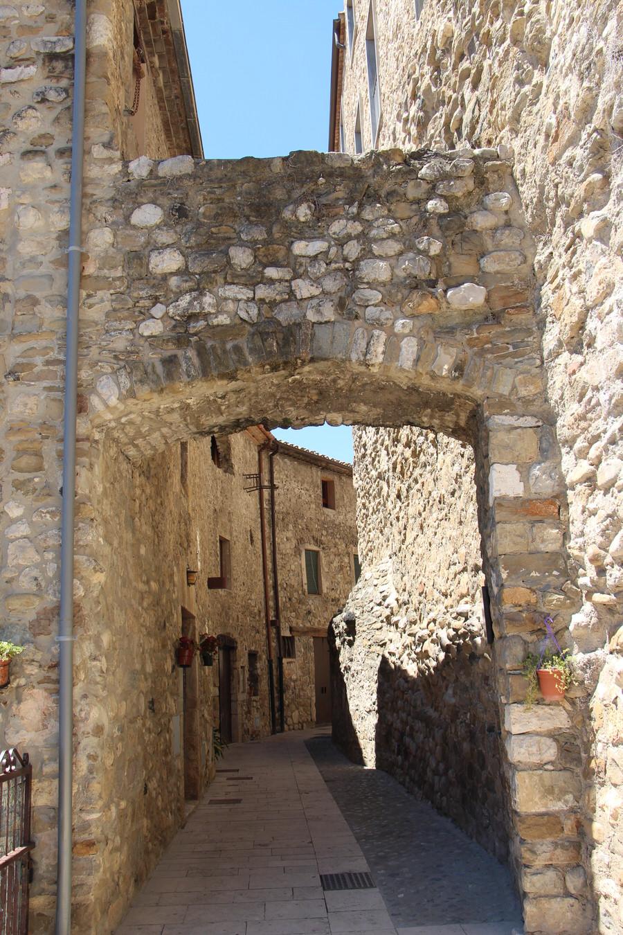 -Portal de Rocafort, judería de Besalú-