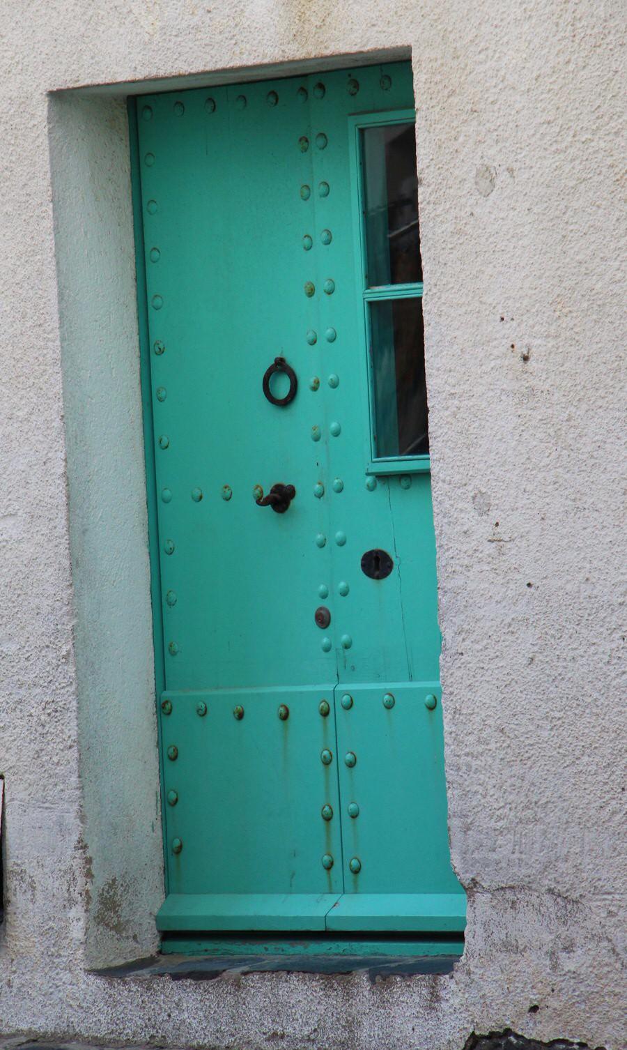 Puertas en el casco antiguo de Cadaqués