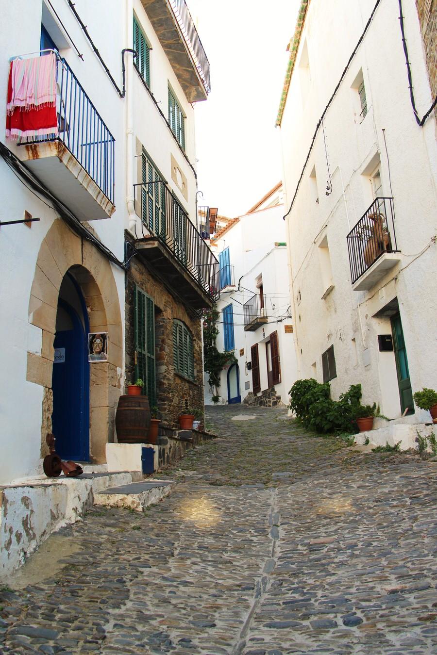 Distintas calles del casco antiguo de Cadaqués