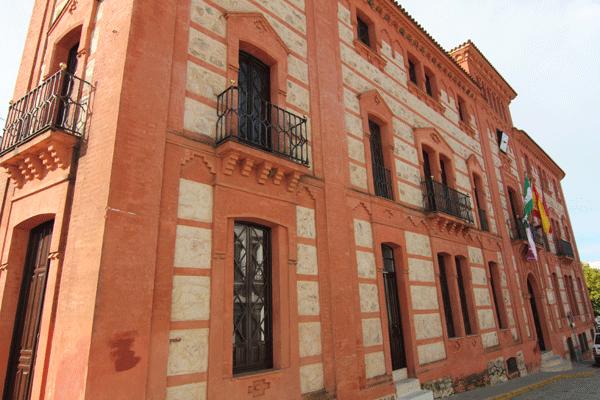-Ayuntamiento, foto extraída turismosierradearacena.com-