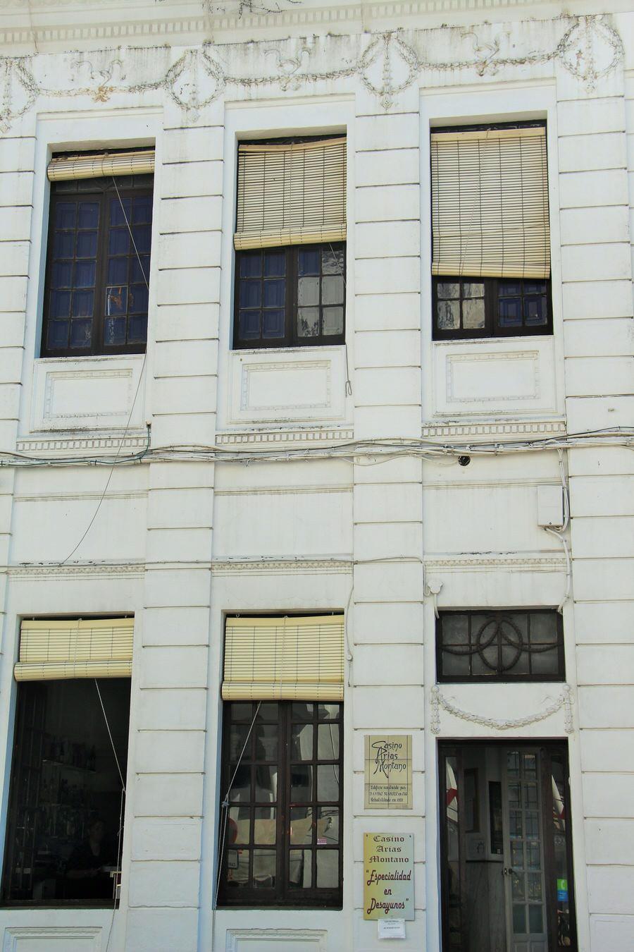 -Exterior del Casino desde Plaza de la Marquesa de Aracena-