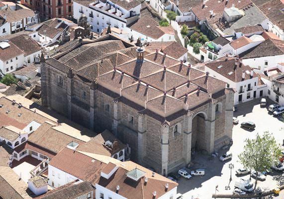 -Iglesia de la Asunción, foto extraída arquitectoaracena.com-