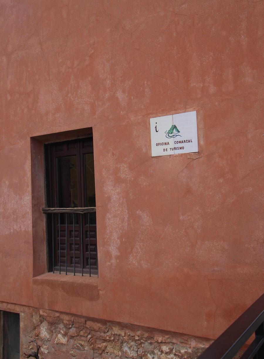 -Fachada Oficina de Turismo de Albarracín-