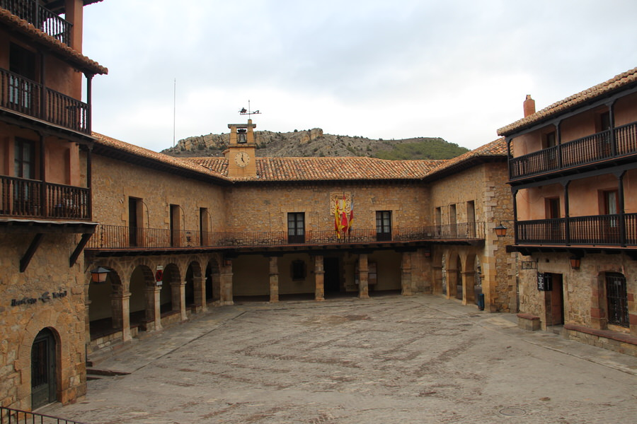 Plaza-Mayor-de-Albarracín