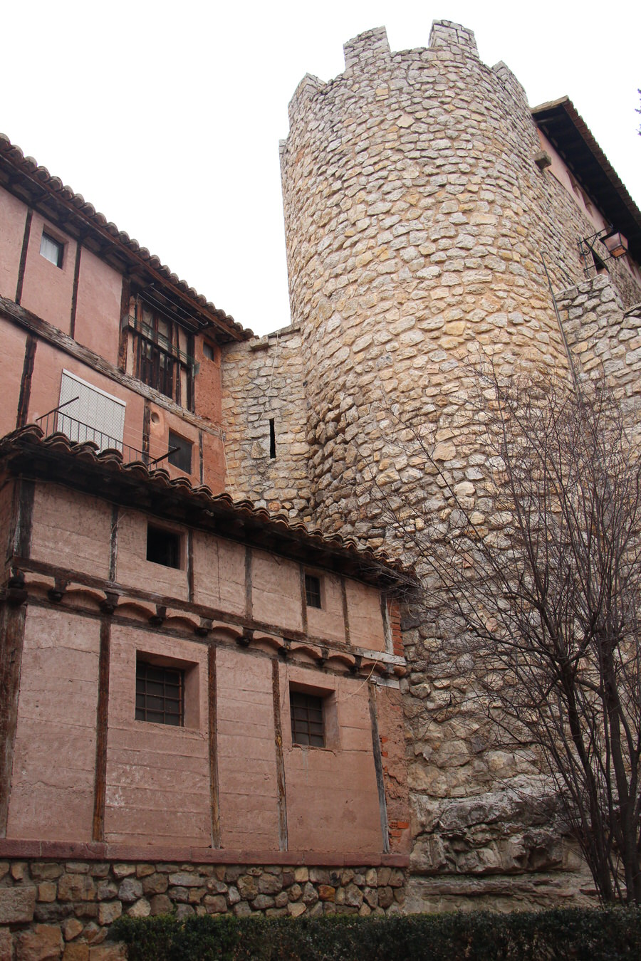 Torreón-en-la-calle-Portal-de-Medina-Albarracín