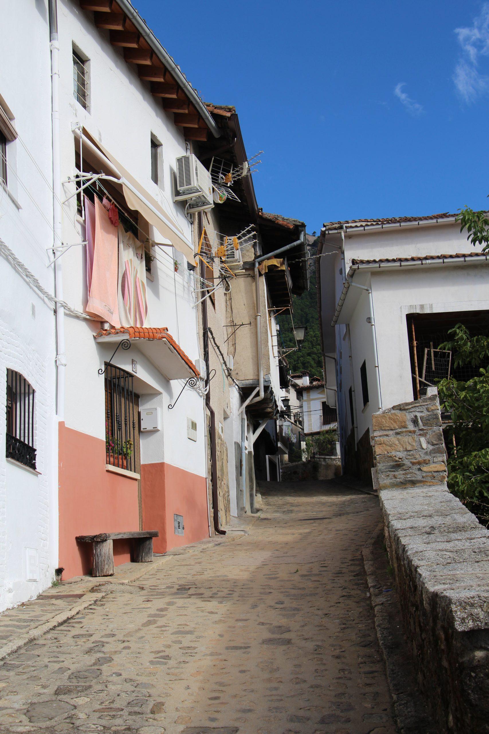 -Calle empinada de Guisando-
