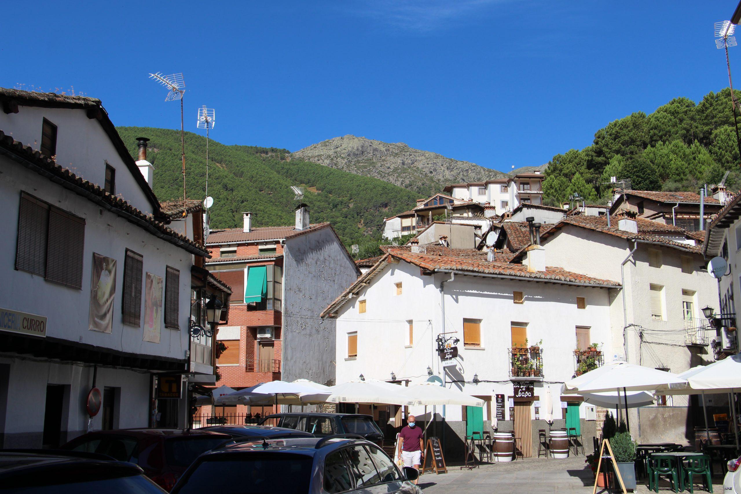 -Plaza del ayuntamiento en Guisando-